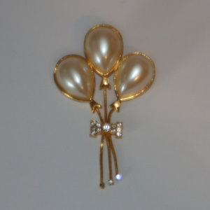 Jewelry - 3 Pearl Ballons with Rhinestone Bow Brooch